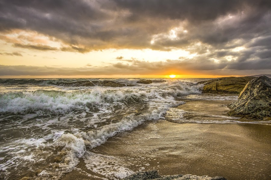 Sunrise in Estaleirinho Beach by Rqserra Henrique - Landscapes Beaches ( clouds, brazil, splash, waves, rqserra, beach, sunrise )