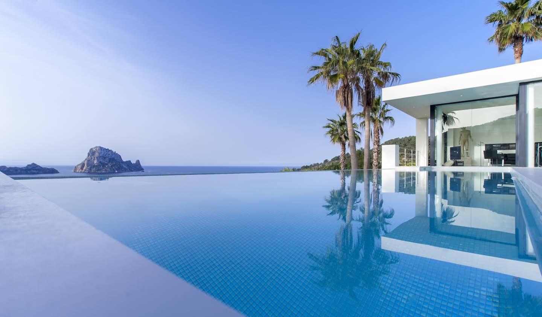 Seaside property with pool Ibiza