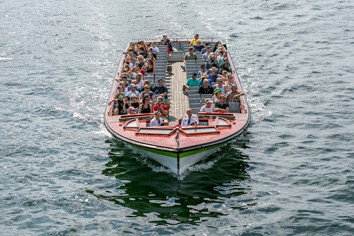 copenhagen-boat-tour.jpg - Visitors on a boat tour in the København Havn canal.