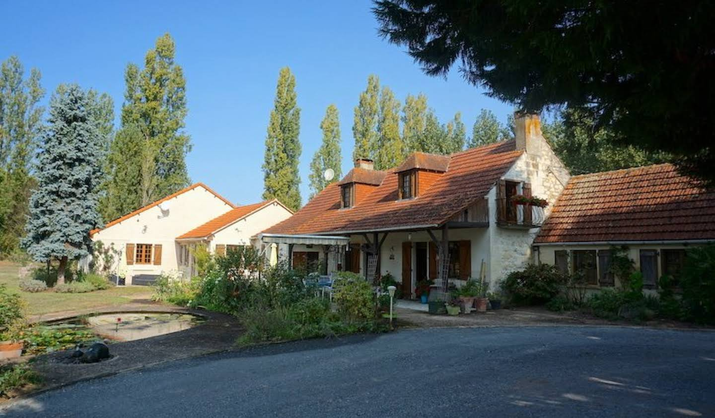 Property with pool Vernantes