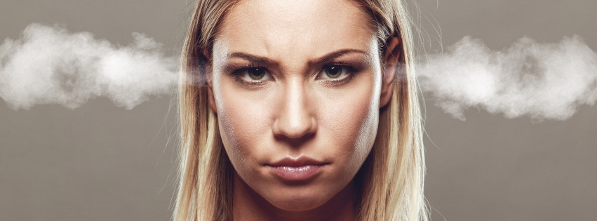 Eine wütende Frau, der Dampf aus den Ohren kommt