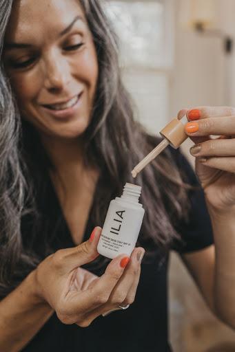 ILIA Super Serum Skin Tint Review (Pros + Cons)