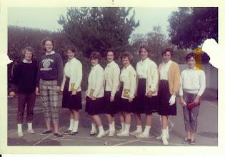 Photo: 8th Grade Cheerleaders Encinal