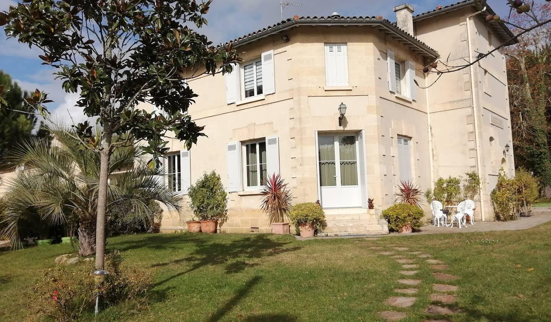 Property with garden Bordeaux