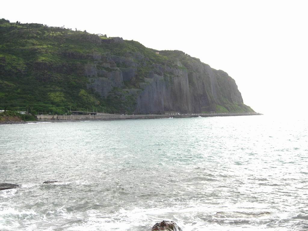 Photo: #194-Les falaises et les filets de protection sur la route du littoral N1