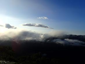 後方を望むがまだ雲が多い