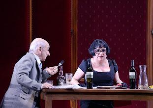 Photo: WIEN/ Burgtheater: Eugène Labiche ‹Die Affäre Rue de Lourcine›. Erweiterte Fassung von Elfriede Jelinek. Premiere am 18.4.2015. Peter Matic, Maria Happel. Copyright: Barbara Zeininger