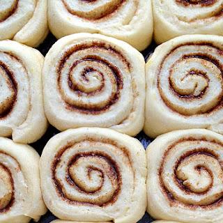 Soft and Gooey Cinnamon Rolls [v]
