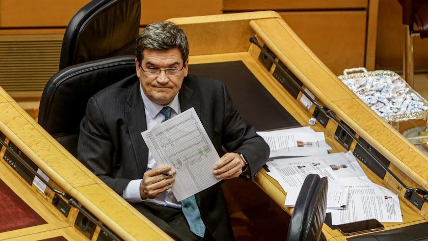 El Ministro de Inclusión, Seguridad Social y Migraciones, José Luis Escrivá, en una intervención en el pleno de control.