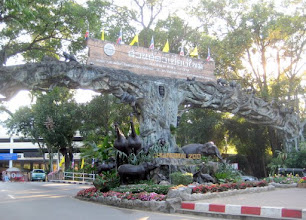Photo: Entrance to Chiang Mai Zoo, northwest of the city.