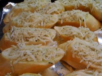 Best Restaurant Style Garlic Cheese Bread Recipe