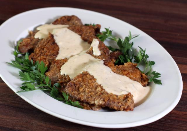 Country Fried Steak with Creamy Gravy Recipe | Yummly