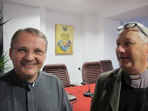 Photo: Rou1P01-151001Père Lucian & Patrick, Bucarest, centre Sts Pierre&André IMG_8765