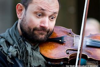 Photo: Der Straßenmusikant aus Kroatien in München  Igor Stojanovic (Violin, Vocals) www.konnexionbalkon.com