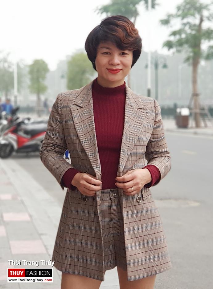 Bộ áo vest nữ dài qua mông và quần short kẻ caro V694 thời trang thủy hà nội