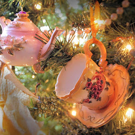 Christmas Tea Time by Lena Arkell - Public Holidays Christmas ( teacup, teapot, ornaments, decoration, christmas,  )