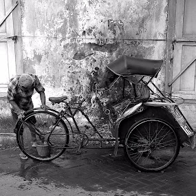 Prepare to ride : Becak. by Harry Suryo - Transportation Bicycles