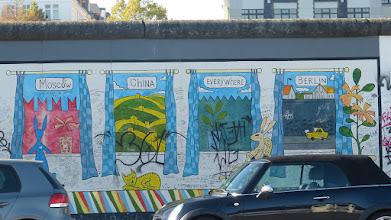 "Photo: East Side Gallery; Alexey Taranin ""Fenster der Welt"""