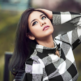 sway by ARE Samudra - People Portraits of Women ( natural light, malang, model, woman, beauty, portrait )