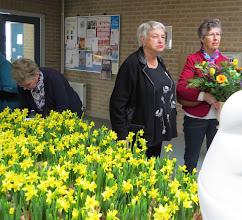 Photo: Ditta met de zondagse bloemen.