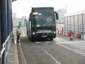 Photo: Grote douanecontrole van passagiers en koffers