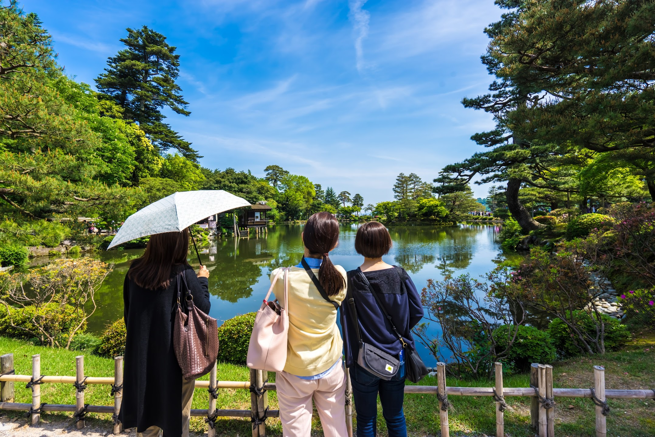 Kenrokuen Garden Kasumiga-ike Pond2