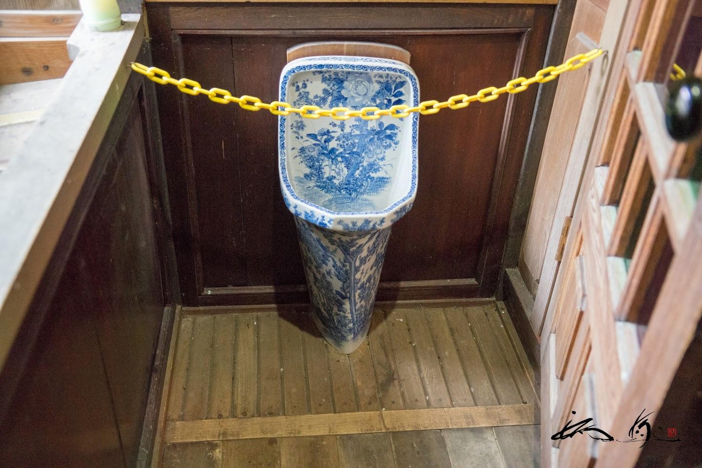 珍しい陶器の便器