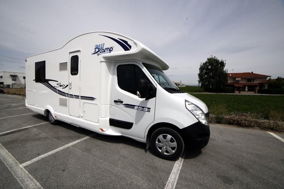 Alquiler y venta del nuevo modelo de blucamp sky 25 con cama isla