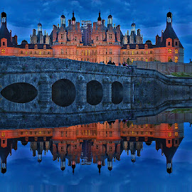Chambord at night by Gérard CHATENET - Digital Art Places