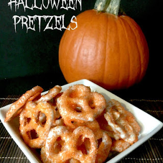 Halloween Pretzels--an easy treat to make with the kids!