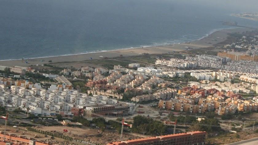 Vista aérea de una zona residencial en el litoral de Vera, en elLevante almeriense.