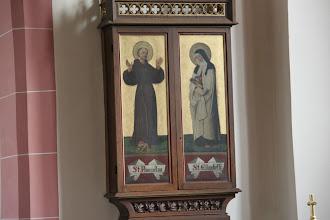 Photo: St. Martin - indeni skabet er den hellige Elisabeths kjortel