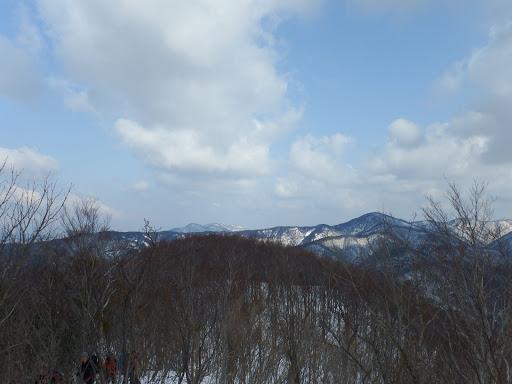 後方に遠くの山