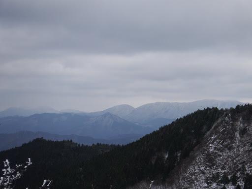 天狗堂(中央)や御池岳(右奥)など