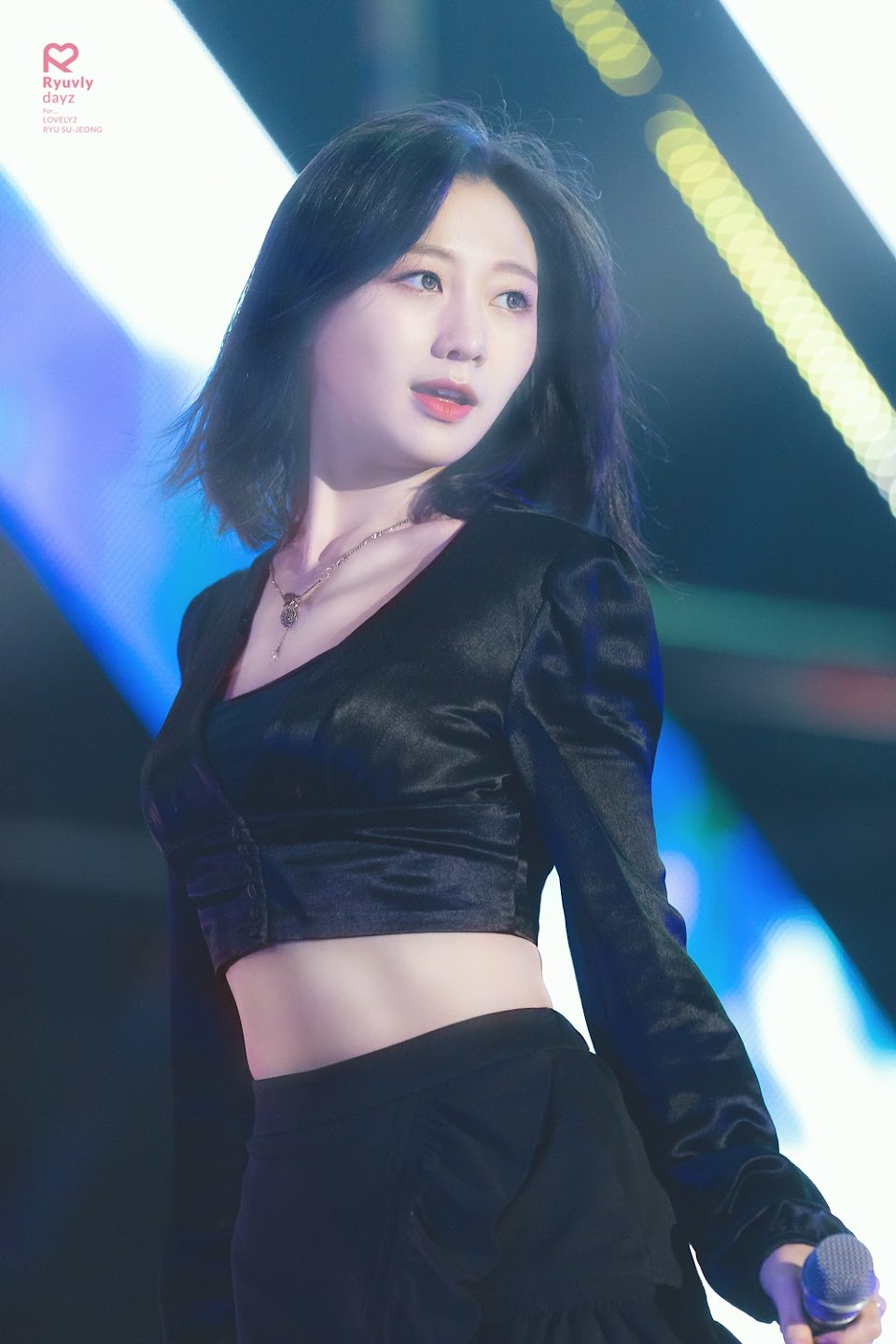 sujeong crop top 54