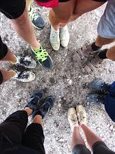 Photo: 14 pavargusių kojų ir nešvarių batų :)