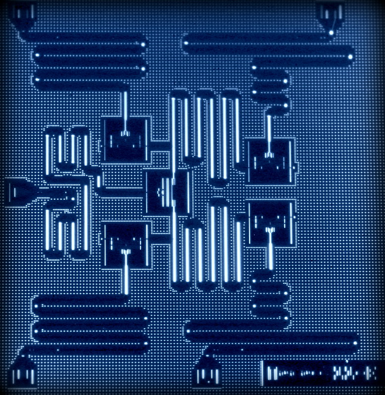 Figura 7: Captura del componente central de un procesador cuántico con 5 qubits. (fuente)