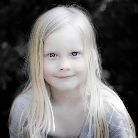 The enchanting girl by Annelie Hallberg - Babies & Children Child Portraits ( girl, color, nikon d7000, portrait, eyes )