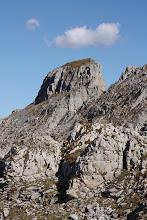 Photo: La brèche de Chabrières dans le massif calcaire éponyme.