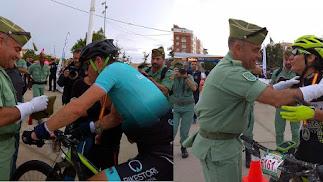 Campeón y campeona de la prueba de ciclismo. Foto: Twitter 3º Tercio.