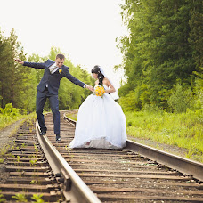 Wedding photographer Vitaliy Verkhoturov (verhoturov). Photo of 24.08.2015