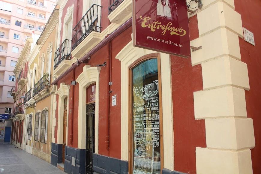 Bar Entrefinos, ubicado en calle Padre Alfonso Torres.