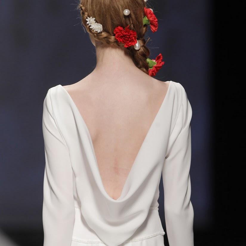 Peinados con flores naturales para novias
