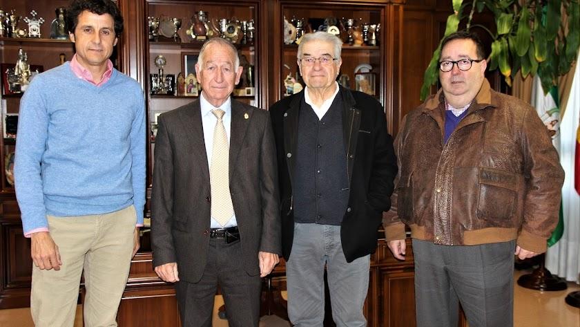 Ruiz Manuel, Gabriel Amat, Enrique Conejero y José Juan Rubí, tras la firma.