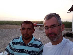 Photo: Vaszilij és a kis piros autó. Átkeltünk a határon.