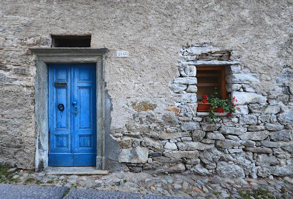 la porta blu di piedicavallo di nicoletta lindor