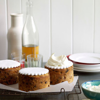 Golden peach Christmas cakes.