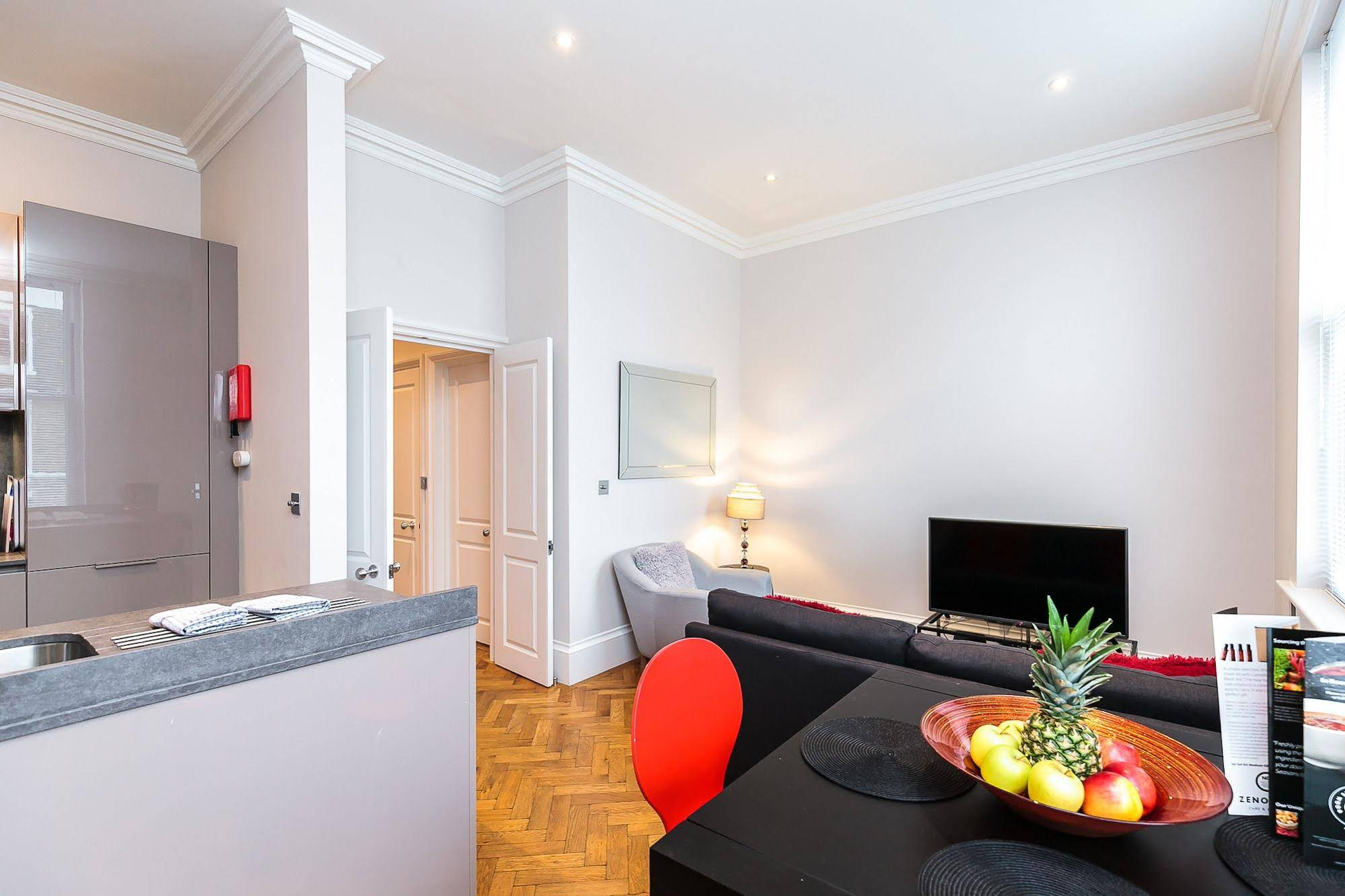 Flying Butler - Earl's Court Ongar Road Apartments