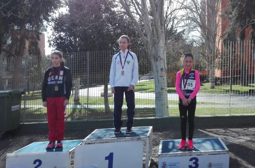 Cristina Davila, medalla de bronce en el Campeonato Regional de Atletismo Alevín e Infantil de Invierno.