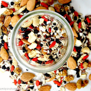 Superfood Fruit Nut and Seed Snack Mix (Raw, Vegan, Gluten-Free, Paleo-Friendly, No Refined Sugar).